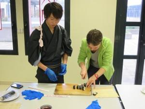 atelier sushis - Couper le makizushi